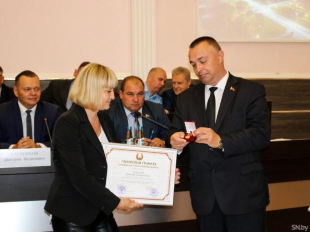 Вручение Почетной грамоты Национального собрания Республики Беларусь
